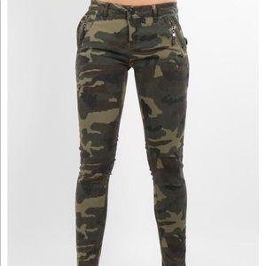 Denim - Plus size camo Jeans